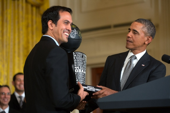 Spoelstra_presents_President_Obama_the_team_trophy